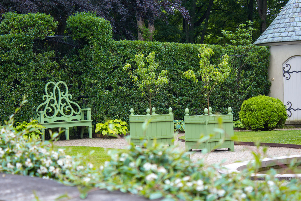 A Must-Have Garden Accessory: The Parterre Bench - Private Newport