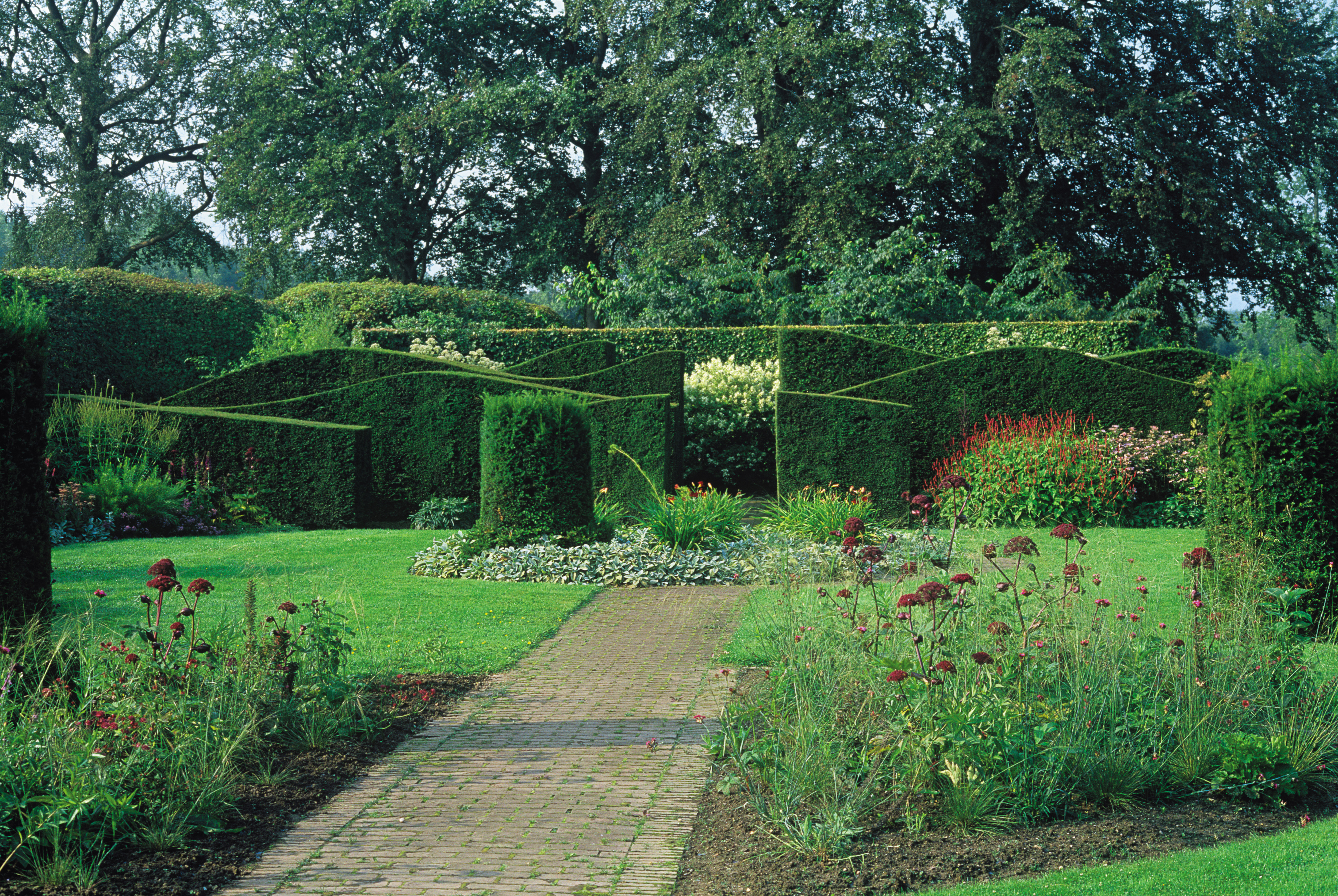 Serpentine hedges at Hummelo