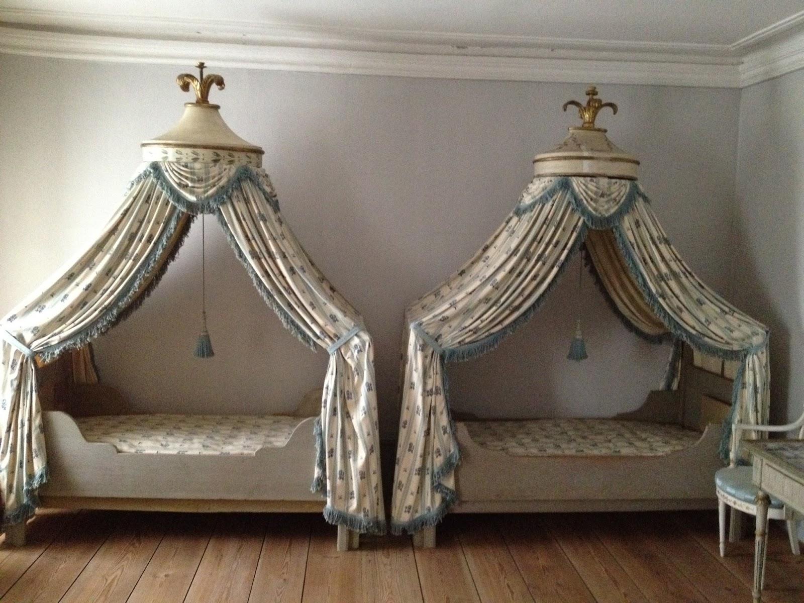 Brede-LilleBrede-canopied-beds